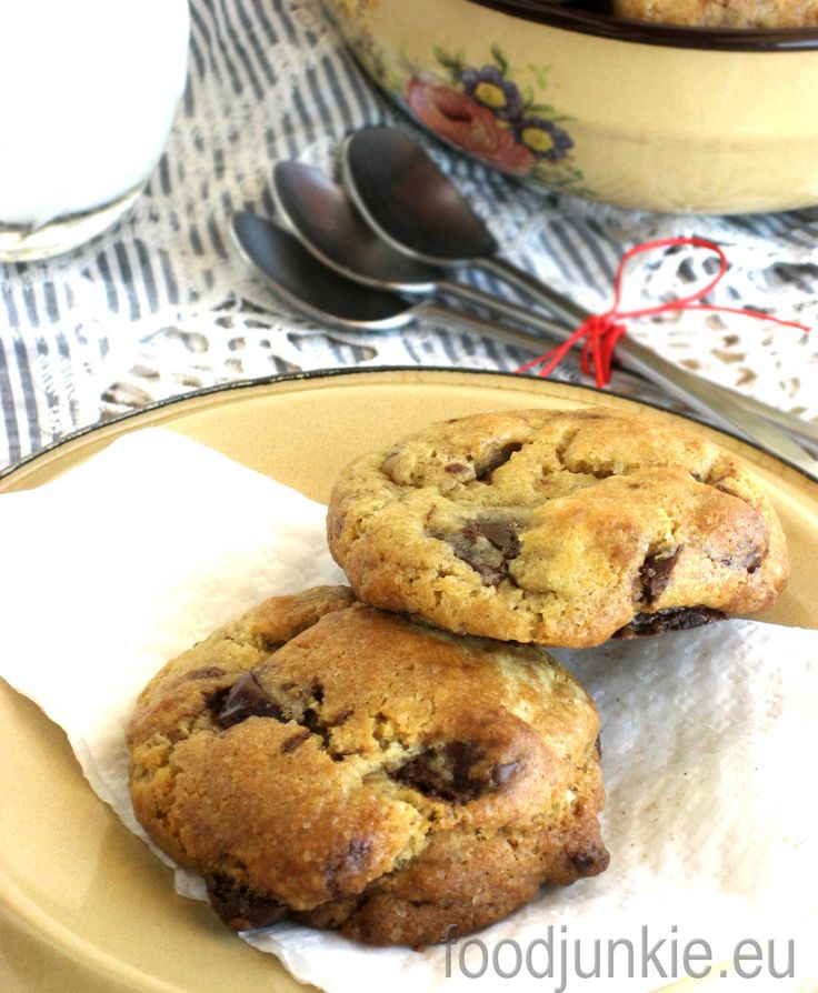 chocolate-chip-cookies-2-web