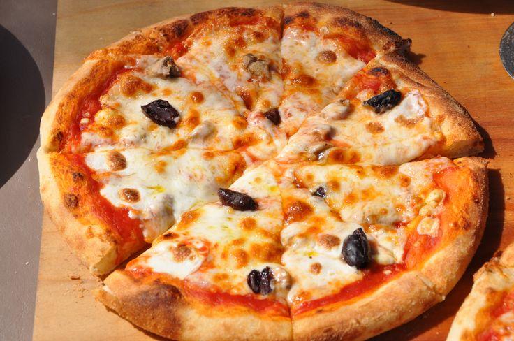 Pizza Ricetta Fatta in Casa con il Lievito Naturale come quella della pizzeria per una serata all'insegna del gusto
