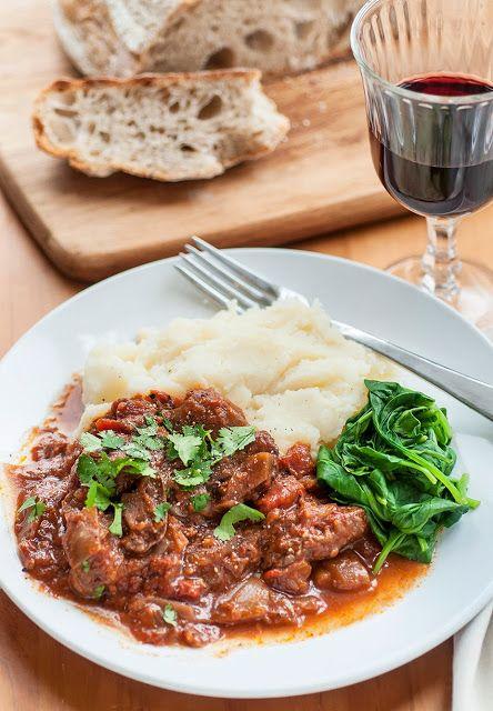 Kokinisto - Beef stew in tomato sauce | supergolden bakes