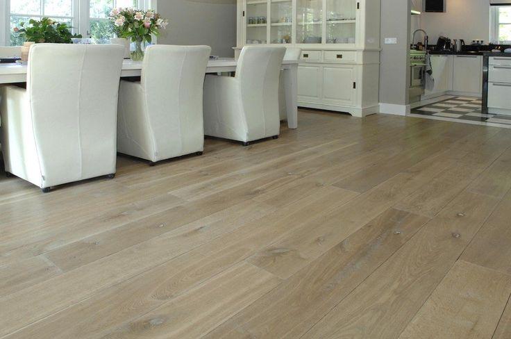 Brede Eiken Planken zijn geschikt in appartementen en in combinatie met vloerverwarming. Baltussen Parket komt graag met voorbeeldvloeren bij u thuis.