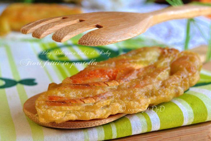 Fiori fritti in pastella facile e veloce... con acqua frizzante freddissima e farina tipo 0.  Leggeri e croccanti al punto giusto!! QUI la Ricetta http://blog.giallozafferano.it/dolcipocodolci/fiori-fritti-in-pastella/