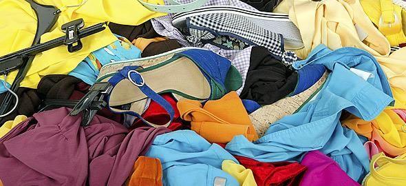 Η εποχή που τα καλοκαιρινά ρούχα θα ανέβουν στο πατάρι έφτασε! Δείτε ποιος είναι ο σωστός τρόπος να τα αποθηκεύσετε για να μην... ταλαιπωρείστε.