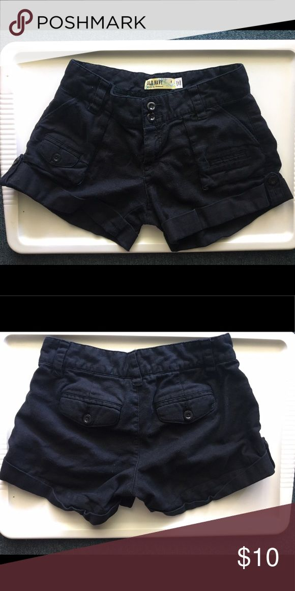 Old navy black shorts Black shorts from Old Navy. These are great shorts, they hold up really well! I wore them for a summer at a camp counselor job. Still in like new condition, but I do not fit into a size 2 anymore. Old Navy Shorts Skorts