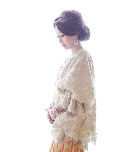 This is incredible! Unique work by SVARNA by IKAT Indonesia Didiet Maulana http://www.bridestory.com/svarna-ikat-indonesia/projects/the-serene-baju-bodo