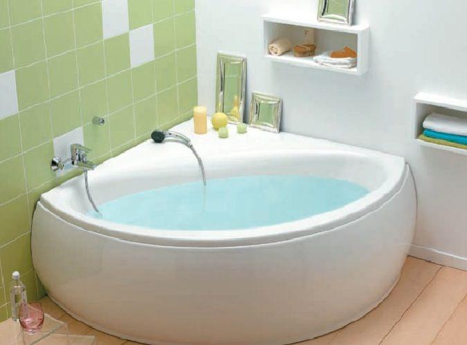 Baignoire d'angle Cedeo en acrylique - Une grande baignoire d'angle moderne de couleur blanche à installer dans votre salle de bain. La forme a l'air très agréable.