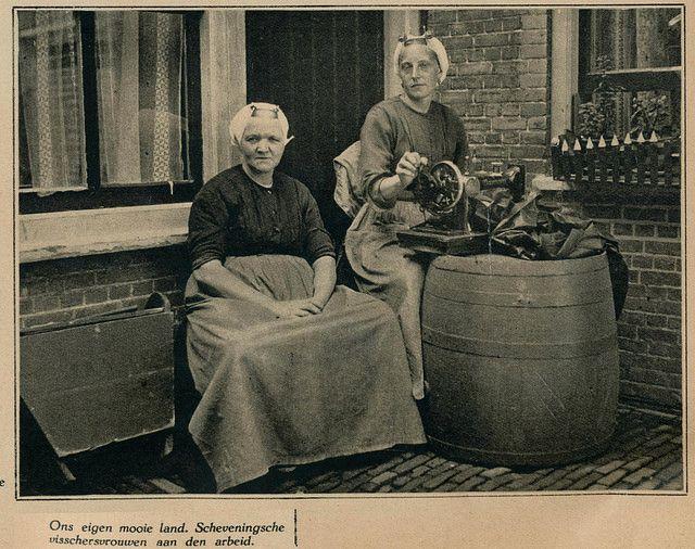 Scheveningen vissersvrouwen 1930 #ZuidHolland #Scheveningen