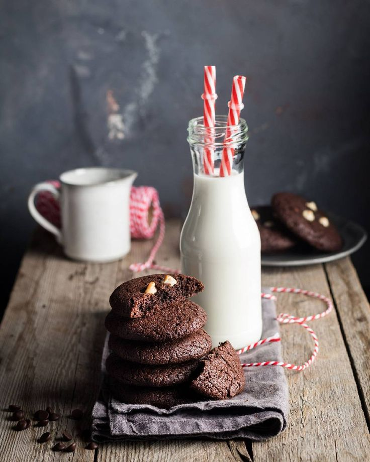 3,023 отметок «Нравится», 81 комментариев — Ася Воскресенская Фудфотограф (@sunday_woman) в Instagram: «Это самое вкусное шоколадное печенье! Правда-правда! 😉 А вместе с молоком ммм просто волшебство…»