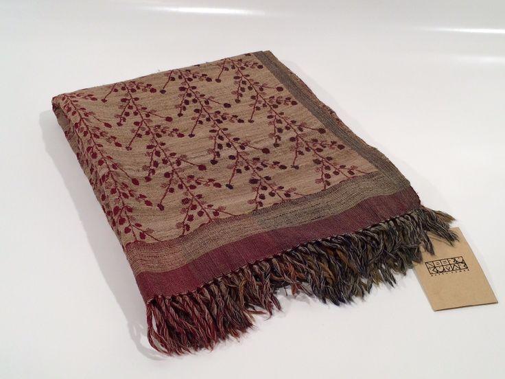 Plaid in lana e seta grezza con motivi floreali bordò - Compra su GuarneriShop
