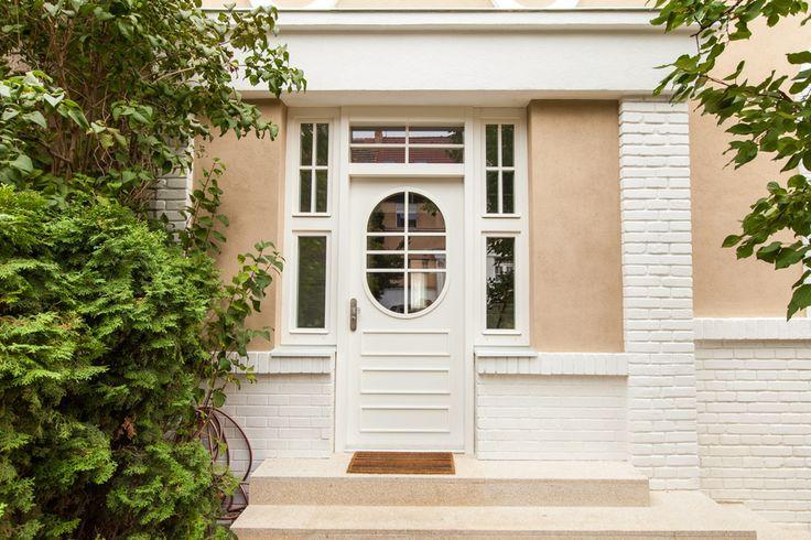 Vrámci kompletní rekonstrukce rodinného domku na Petřinách byly bezpečnostní dveře NEXT SD101 použity kzabezpečení předního i zadního vchodu. Díky povrchové úpravě dveří se povedlo zachovat původní design. Autor návrhu: ZNAMENÍ ČTYŘ - ARCHITEKTI s.r.o.