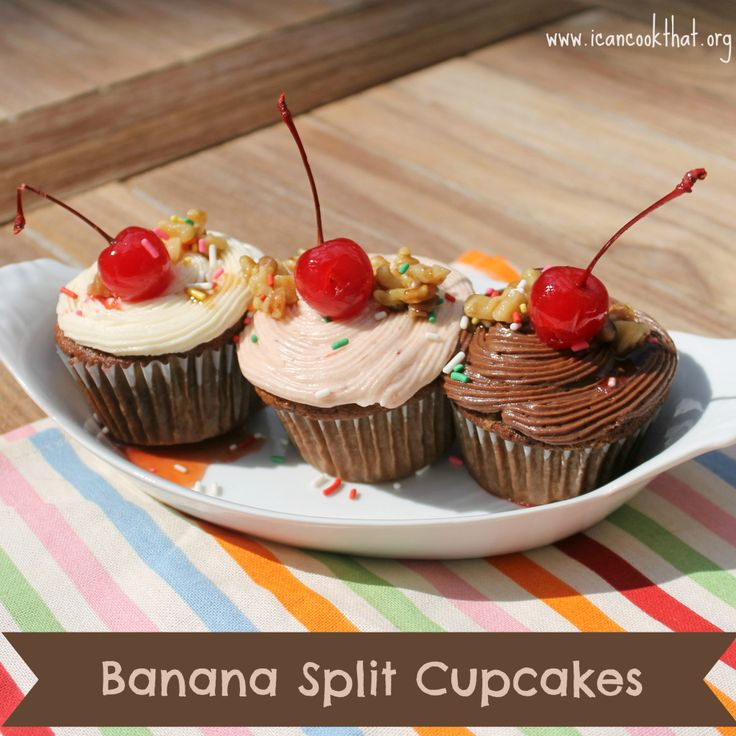 Banana Split CupcakesCakes Cupcakes Desserts, Baking Cupcakes, Cuppy Cake, Bananas Split, Split Cupcakes, Cups Cake, Cake 3, Bloggers Recipe, Sweets Tooth