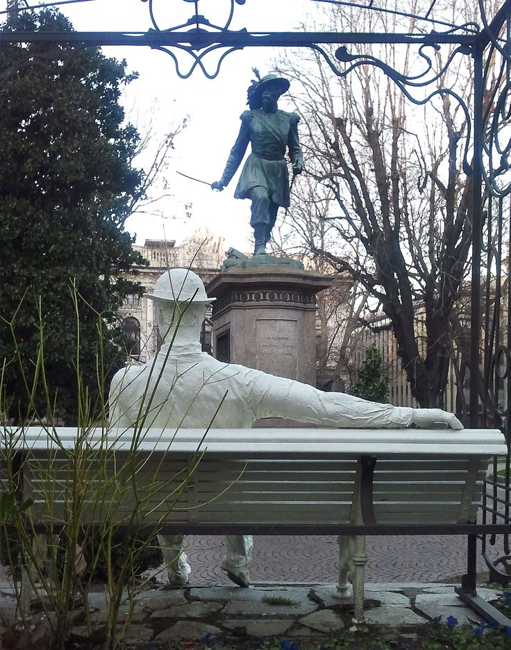 Noi siamo sempre nel luogo dove si trova il nostro pensiero , e non il nostro corpo,( M. Bisotti) - Nel giardino Lamarmora,via Cernaia-Torino