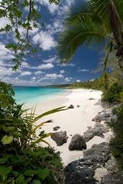 Nouvelle-Calédonie -  Lifou, Iles Loyauté. océan turquoise et sable blanc...