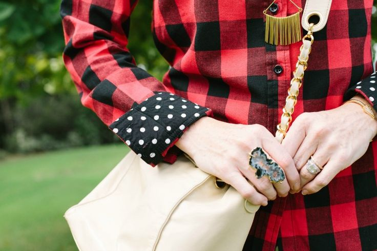 plaid shirt outfits | Art in the Find, plaid-shirt-outfits, plaid shirt with a beige shoulder bag