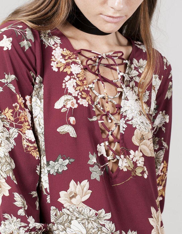 Vestido flores escote cruzado - null | Stradivarius España
