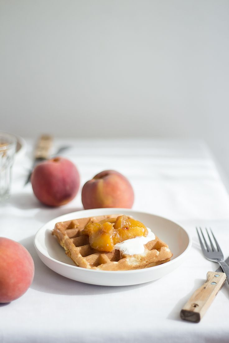 waffles with peaches compote