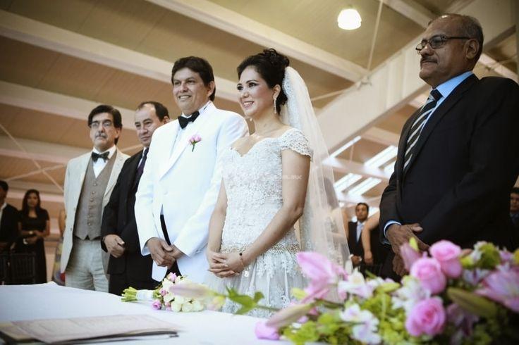 Cada religión tiene su forma muy particular y bella de celebrar una unión. ¿Conoces las tradiciones más representativas de las bodas cristianas? Te las contamos para que sepas su significado.
