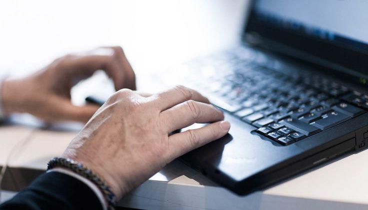 Kirjoittaessasi työhakemusta, huomiota kannattaa kiinnittää paitsi sisältöön, myös sanavalintoihin. Mitkä ovat työhakemuksen viisi kielellistä sudenkuoppaa?