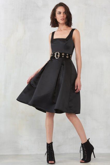 Kare Yaka Siyah Saten Elbise