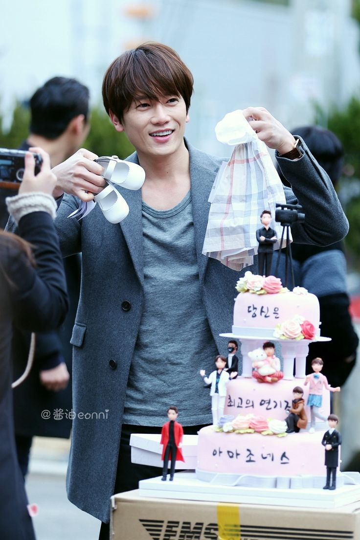 Ji Sung gets a surprise birthday cake and baby gift Awww, Ji Sung is holding up a pretty little dress with a pair of cute white shoes to match.