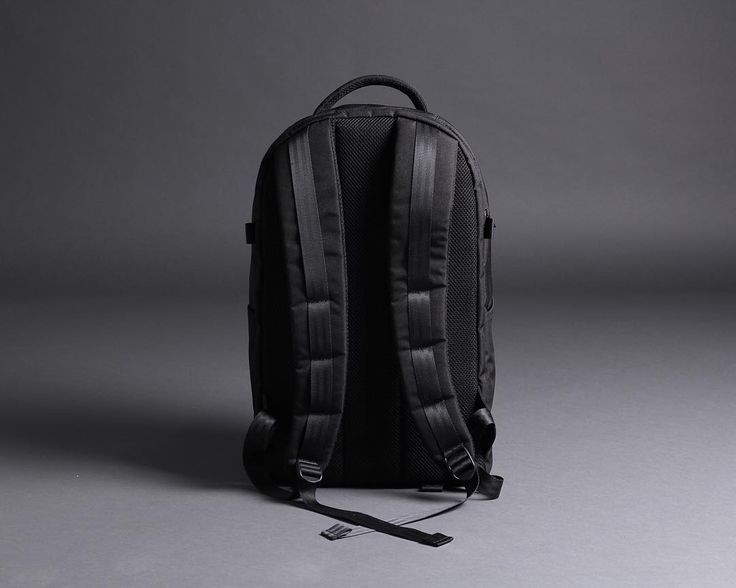 Comfy back panel & shoulder strap to support your commuting . R102 The Clamshell Backpack  #r102 #orbitgear