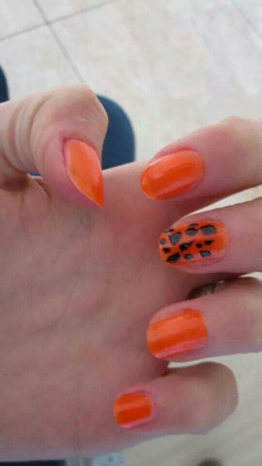 #ModE #me #roberta #unghie #nails #arancione #orange #nero #black   Seguimi, follow me: www.facebook.com/pages/ModE/40443306661391