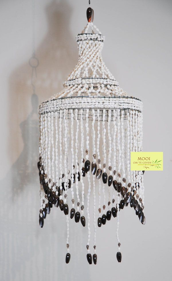 Bohemian shell chandelier.  Boheemse schelpen kroonluchter