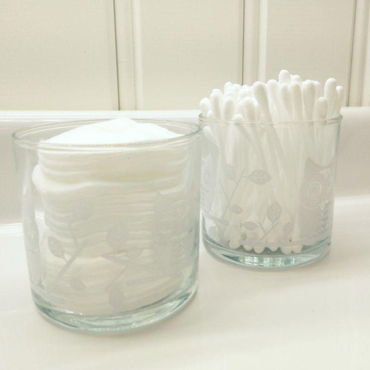 Säilytä vanut ja muut kylpyhuonetarvikkeet kätevästi tyhjissä kynttiläpurkeissa!  #PartyLite #Jar #glass #DIY