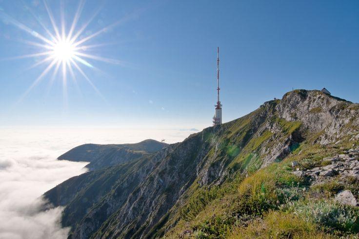 Blick auf den Sendeturm Dobratsch. Region Villach.