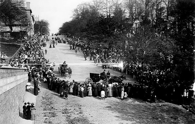 The funeral procession of John Jacob Astor IV, who died in the sinking of the RMS Titanic, enters Trinity Church Cemetery in upper Manhattan in May 1912 photo. (The New York Times)