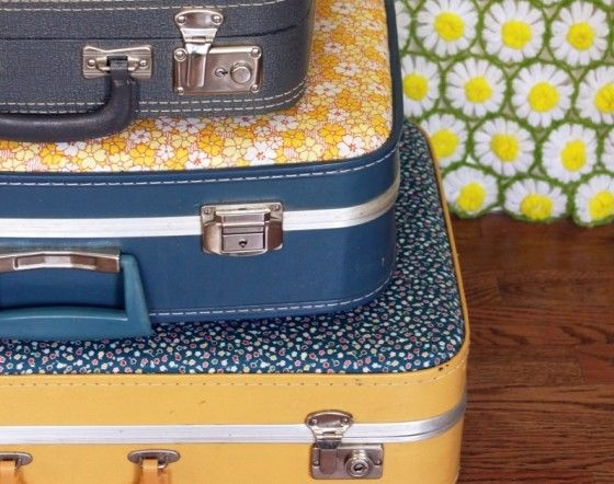 Floral Suitcase: Covers Suitca, Idea, Vintage Suitcases, Old Suitcases, Vintage Floral, Diy Gifts, Floral Suitca, Fabrics Covers, Crafts