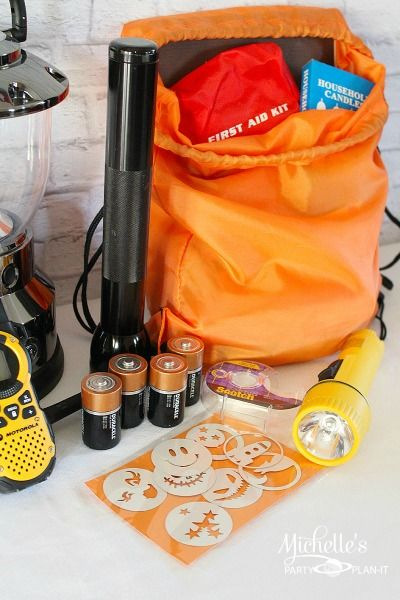 Emergency Preparedness Kit - Activities For Kids: an emergency kit for home that includes fun activities to entertain the kids during a power outage.