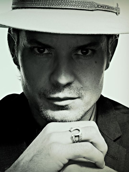 timothy olyphant as raylan givens in Justified. Miss seeing  him every week.