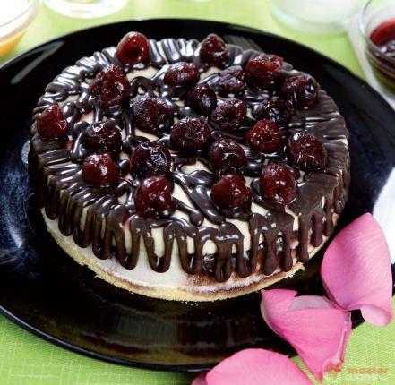 Torta Leila con yogurt, glassa di cioccolato e ciliegie
