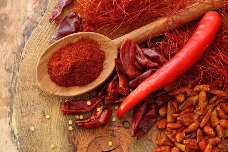 Il peperoncino ed altre spezie contro l'invecchiamento http://www.kontrokultura.it/elisir-lunga-vita-tavola-paprika-peperoncino/