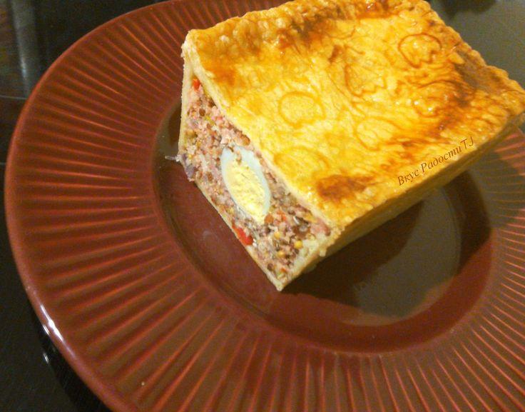 Пироги из слоёного теста  с начинкой из любимых колбасок