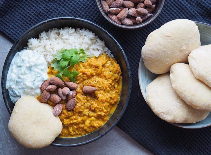 Indisk Dahl med hjemmelavet tzatziki og kuvertbrød