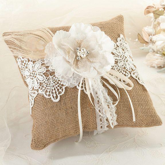 Ideas rústico de la boda - la arpillera y el cordón anillo portador almohada