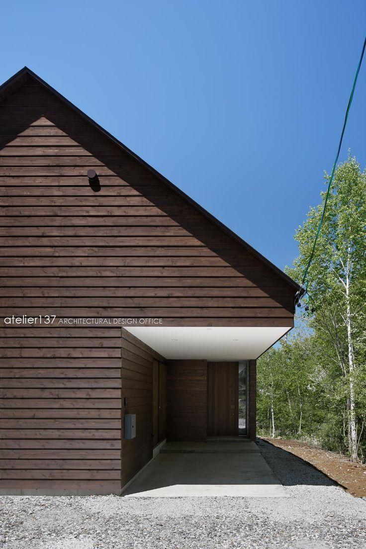 八ヶ岳の森に佇む山荘です。<br /> 設計のプロセスや現場の進捗など、ブログでご紹介しています。<br /> ぜひご覧ください!<br /> http://ameblo.jp/atelier137/theme-10086019729.html 専門家:鈴木宏幸が手掛けた別荘事例:043八ヶ岳原村Tさんの家のページ。新築戸建、リフォーム、リノベーションの事例多数、SUVACO(スバコ)