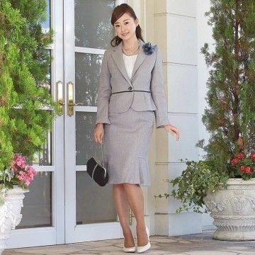 エレガントなグレーのスーツで落ち着いた雰囲気に。入園式 スーツコーデ♪