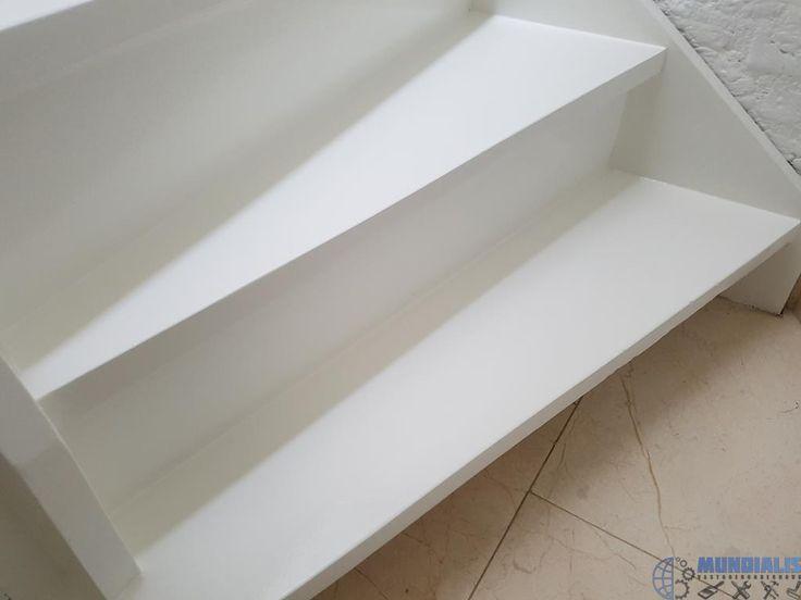 In Waalre hebben we een trap renovatieuitgevoerd. Voor deze klant hebben we de trap een nieuw jasje gegeven. Ook kwamen er nog 4 deuren en bijbehorende kozijnen bij. De trap is geschuurd en daarna behandeld met een primer. Daarna is de trap gekit en gerepareerd. De trap is daarna voor gelakt...