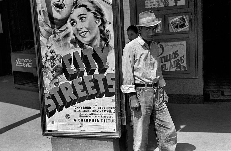Март 1939 года. «Мексиканский иммигрант впервые в жизни пришел в кинотеатр смотреть фильм.» Город Сан-Антонио, штат Техас.