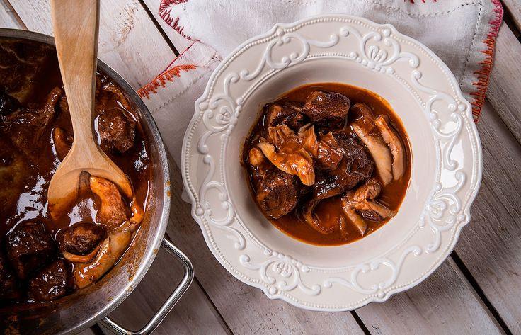 Μοσχάρι με μανιτάρια πλευρώτους και σάλτσα Πορτ
