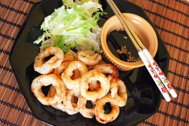 Ojingeo tuigim fait partie des nombreux plats de la cuisine de rue coréenne. Les calmars sont bon marché et disponible partout en Corée. La moitié de la pêche mondiale de calmar se fait au Japon. En Corée on le mange cru, cuit, frit ou séché (très populaire en Corée). Dans le calmar il y a…