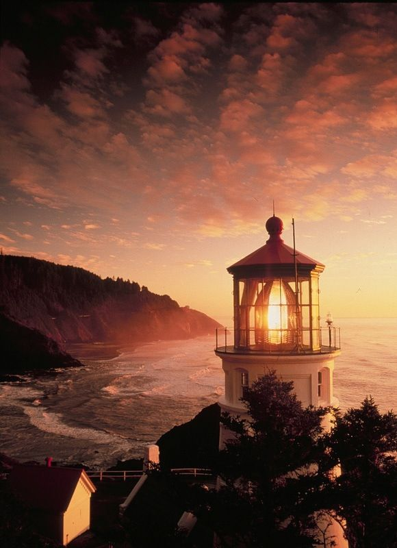 Why do homework when you could pin lighthouses? A lighthouse in Heceta Head, Oregon.