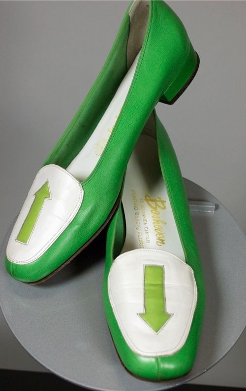 SOLD Mod 1960s flats ladies shoes green leather arrows 7.5 narrow from Viva Vintage Clothing