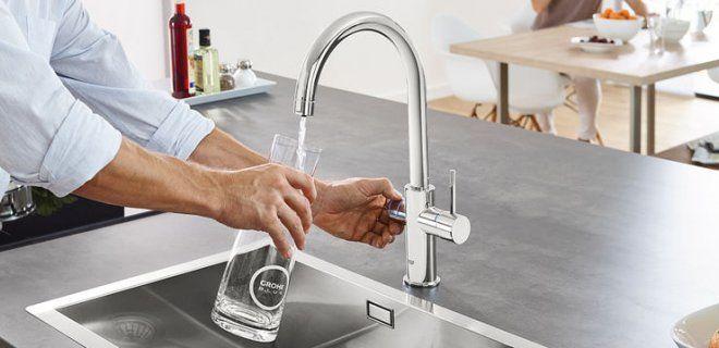 Ben jij ook een liefhebber van kraanwater? Dan is de mooie Grohe Blue Home keukenkraan een echte aanwinst voor jouw keuken. Deze slimme 2 in 1 kraan filtert het kraanwater tot koel, zuiver drinkwater ...