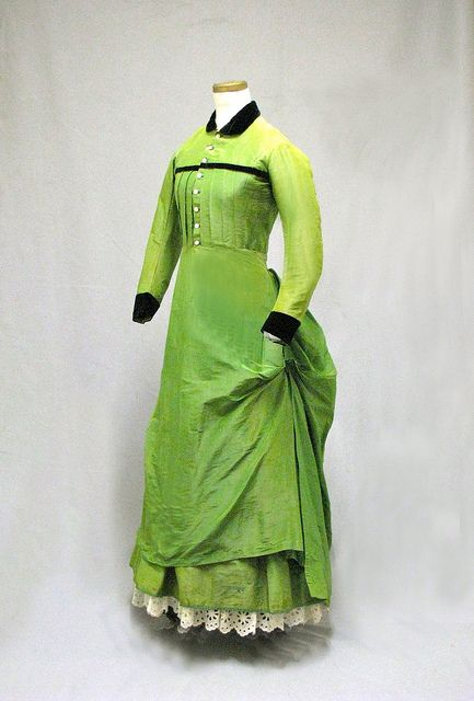 Young woman's day dress, 1875. (William Benton Museum of Art ): Young Woman, New England, Benton Museums, Historical Fashion, Historical Clothing, Day Dresses, Victorian Dresses, Bright Colors, 1870