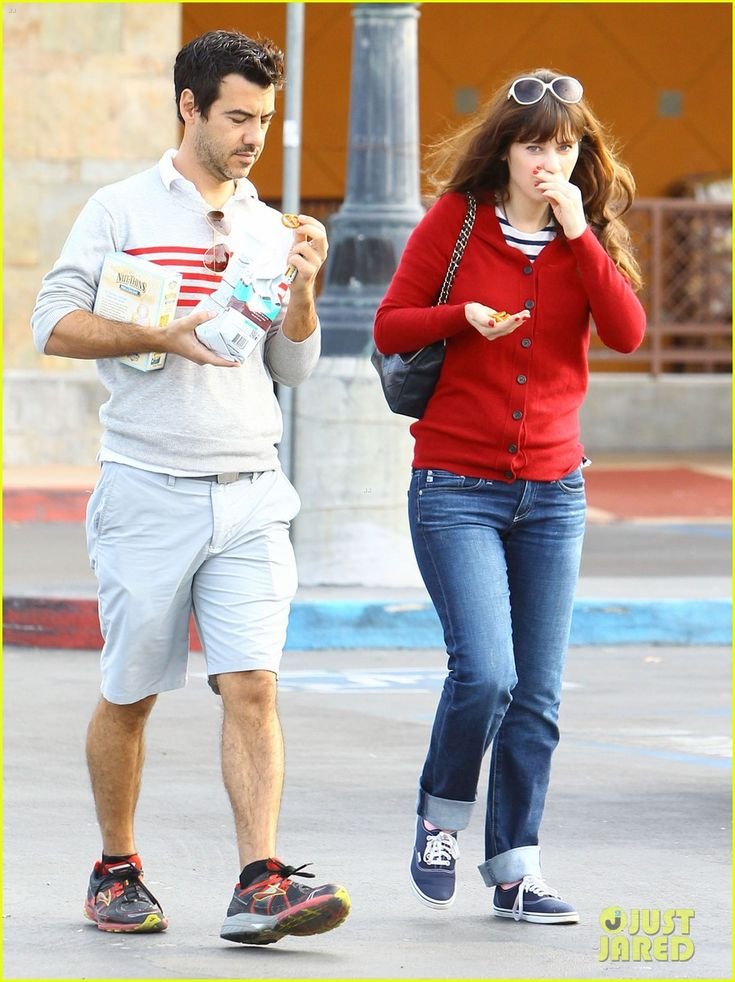 Zooey Deschanel holds hands with her boyfriend Jacob Pechenik as they stop by a grocery store for some snacks on Sunday (December 7) in Studio City, Calif.