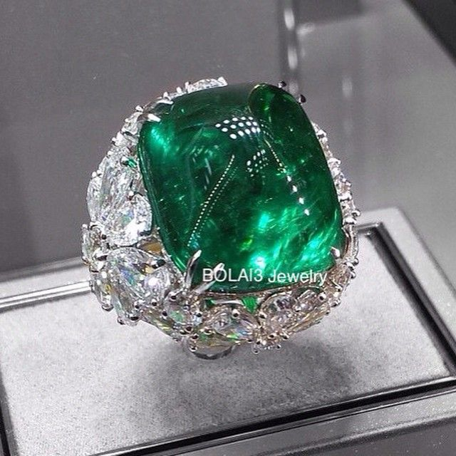 I like big #rings and I cannot lie! I love it! #Emerald and #Diamond #Ring by @graffdiamonds via @nichkin #love #Baselworld2015 #diamondsareforever #like #nice #amazing #diamondstacks #extraordinary #highjewelry #highjewellery #ghw #hot #stunning #instagood #awesome #breathtaking #luxury #diamonds #fabulous #jewelry #fashion #jewellery #jewelleryaddict #jewelleryporn #bigrings #bola3jewelry