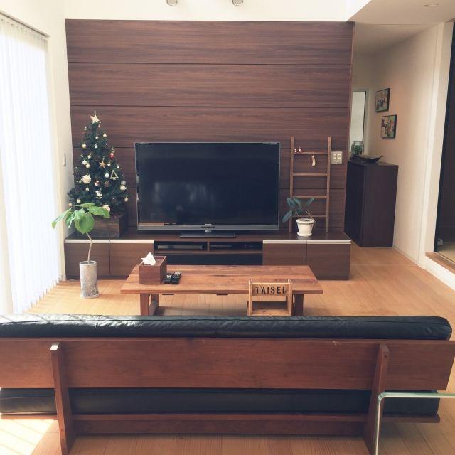 harunakiyoさんの、マスターウォール,ゴムの木,子供と暮らす,クリスマスツリー,テレビボード,ウンベラータ,センターテーブル,ソファー,ラダーDIY,ティッシュケース,いすDIY,リビング,のお部屋写真